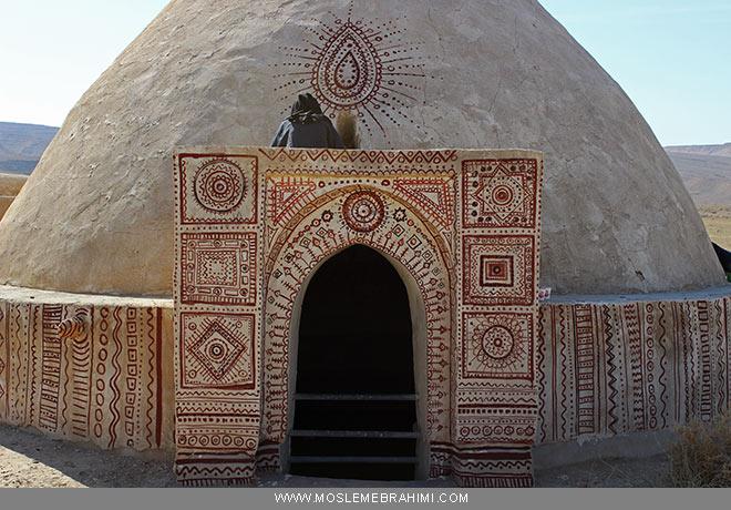 آب انبار سعیده آرین نقوش سنتی گرافیطی محیط لارستان